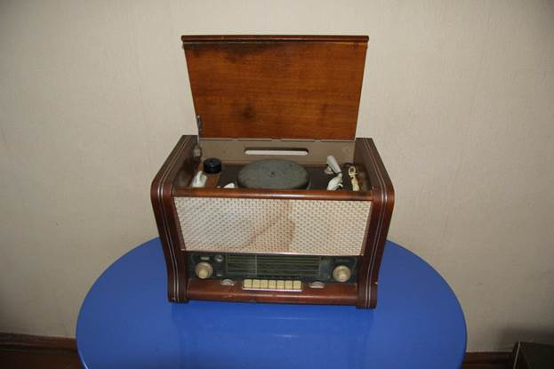 """Радиоприёмник и радиола """""""