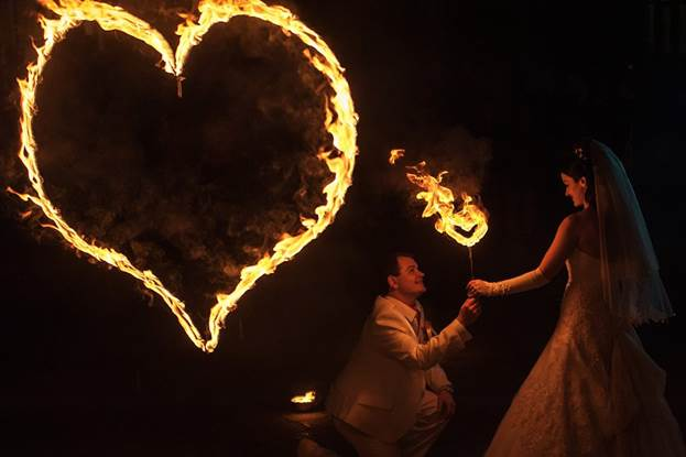 Как сделать огненные сердца на свадьбу своими руками