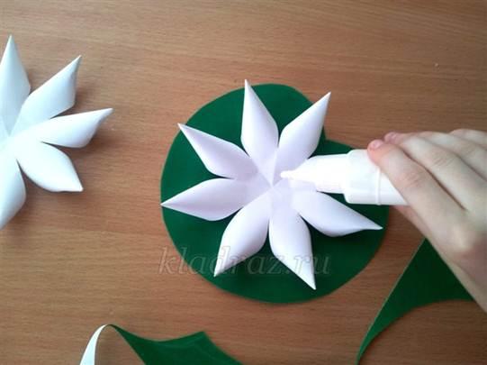 Как сделать кувшинку из бумаги  поэтапно фото